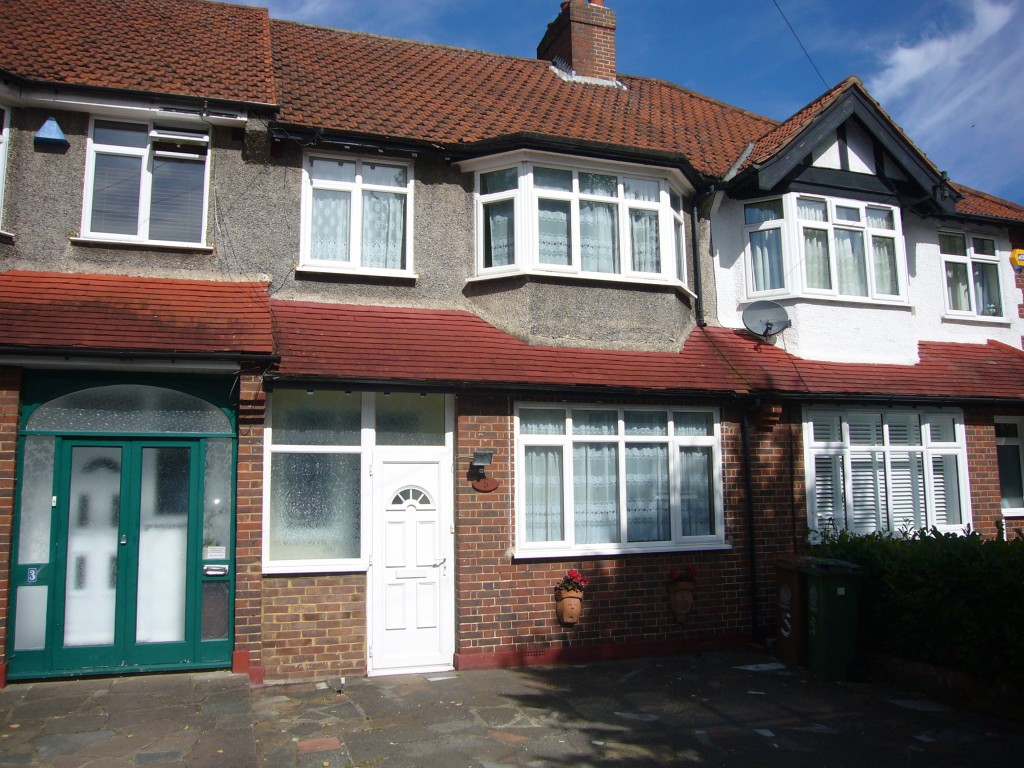 3 bedroom mid terraced house Let Agreed in Worcester Park - 0.