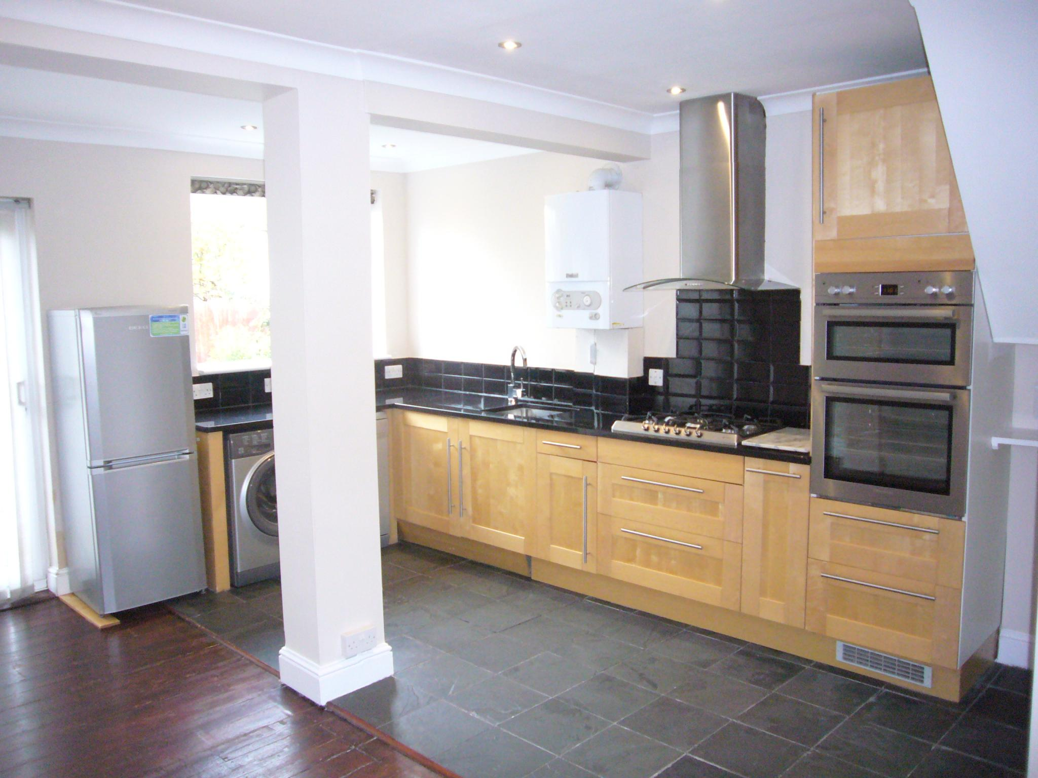 3 bedroom semi-detached house Let Agreed in Worcester Park - Photograph 6.