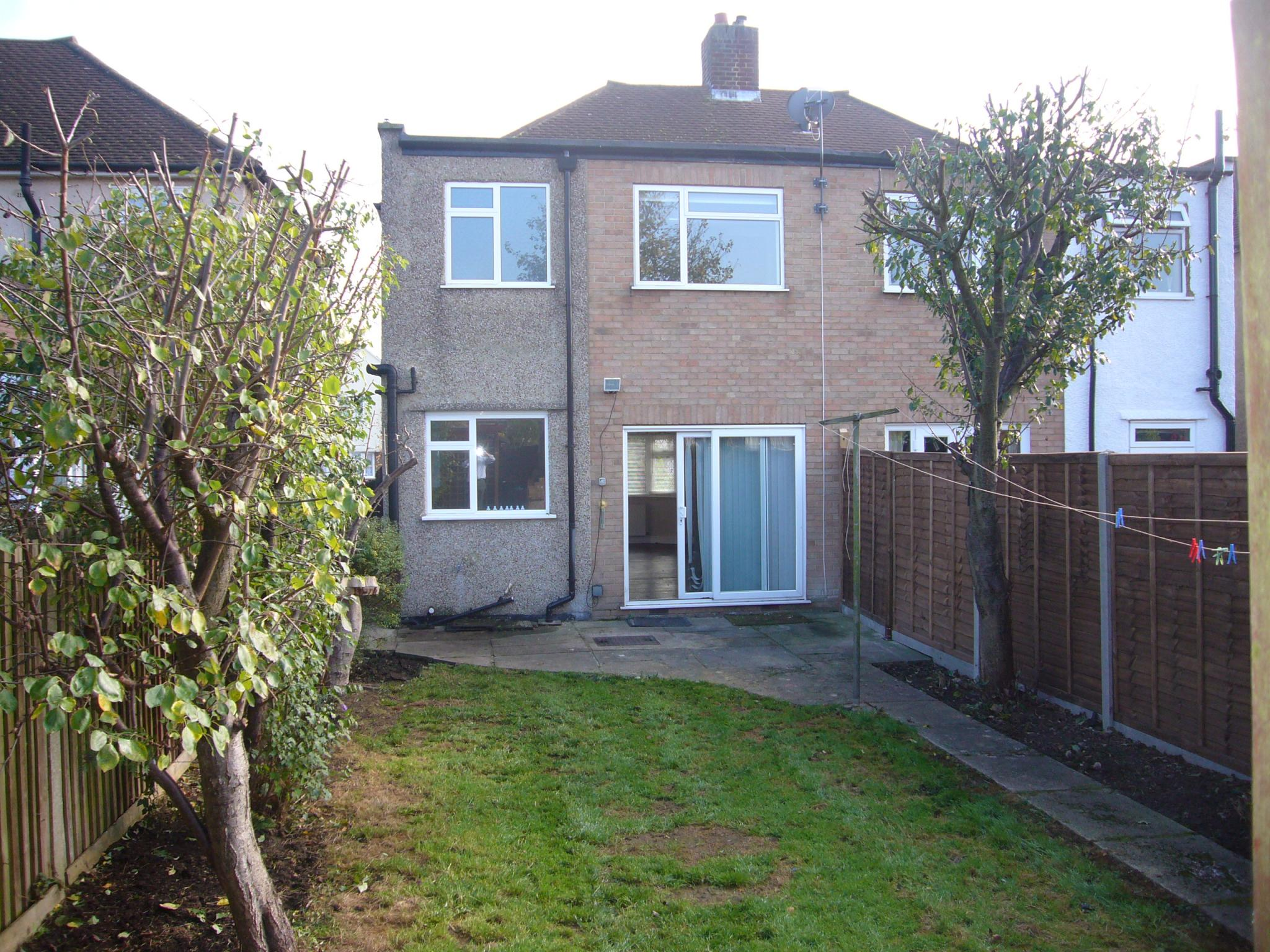3 bedroom semi-detached house Let Agreed in Worcester Park - Photograph 3.