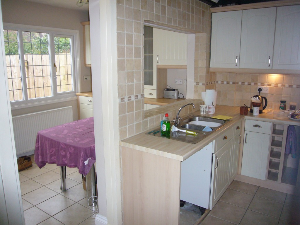 3 bedroom cottage house Let Agreed in Tadworth - 0.