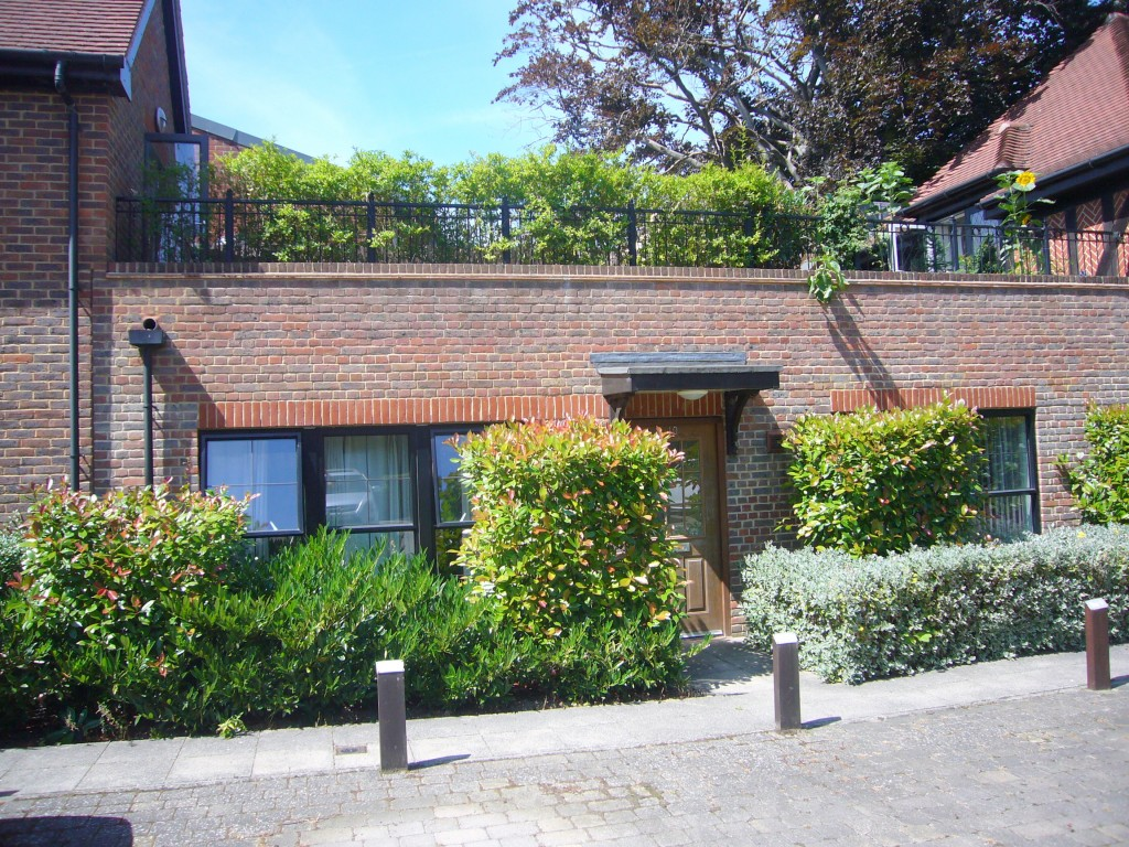 2 bedroom apartment flat/apartment Let Agreed in Cheam Village - 0.
