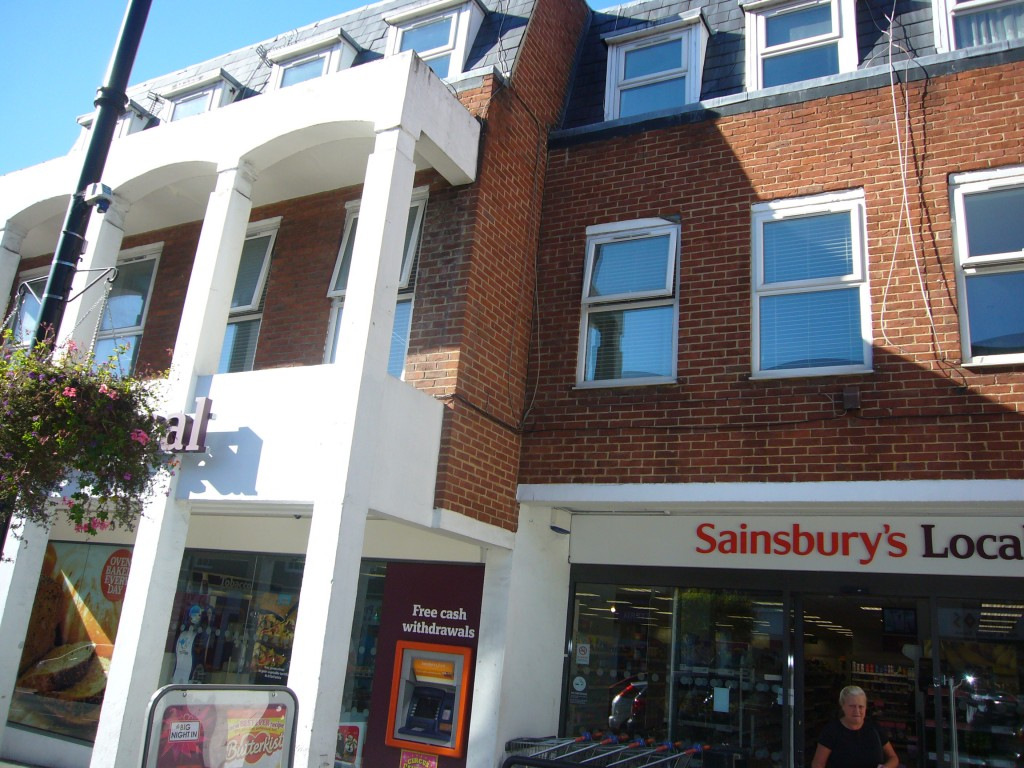 2 bedroom flat flat/apartment Let Agreed in Cheam Village - 0.