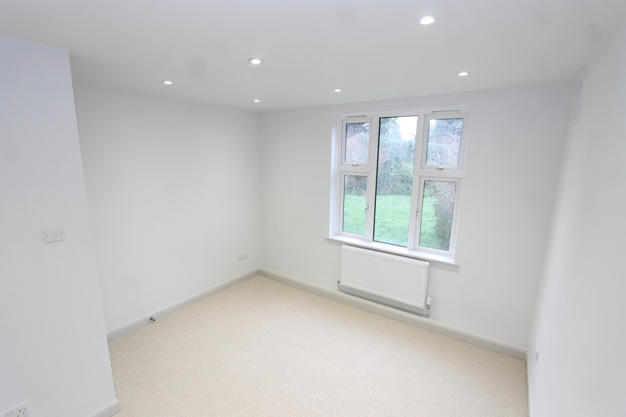 3 bedroom apartment flat/apartment Let Agreed in Worcester Park - Photograph 6.