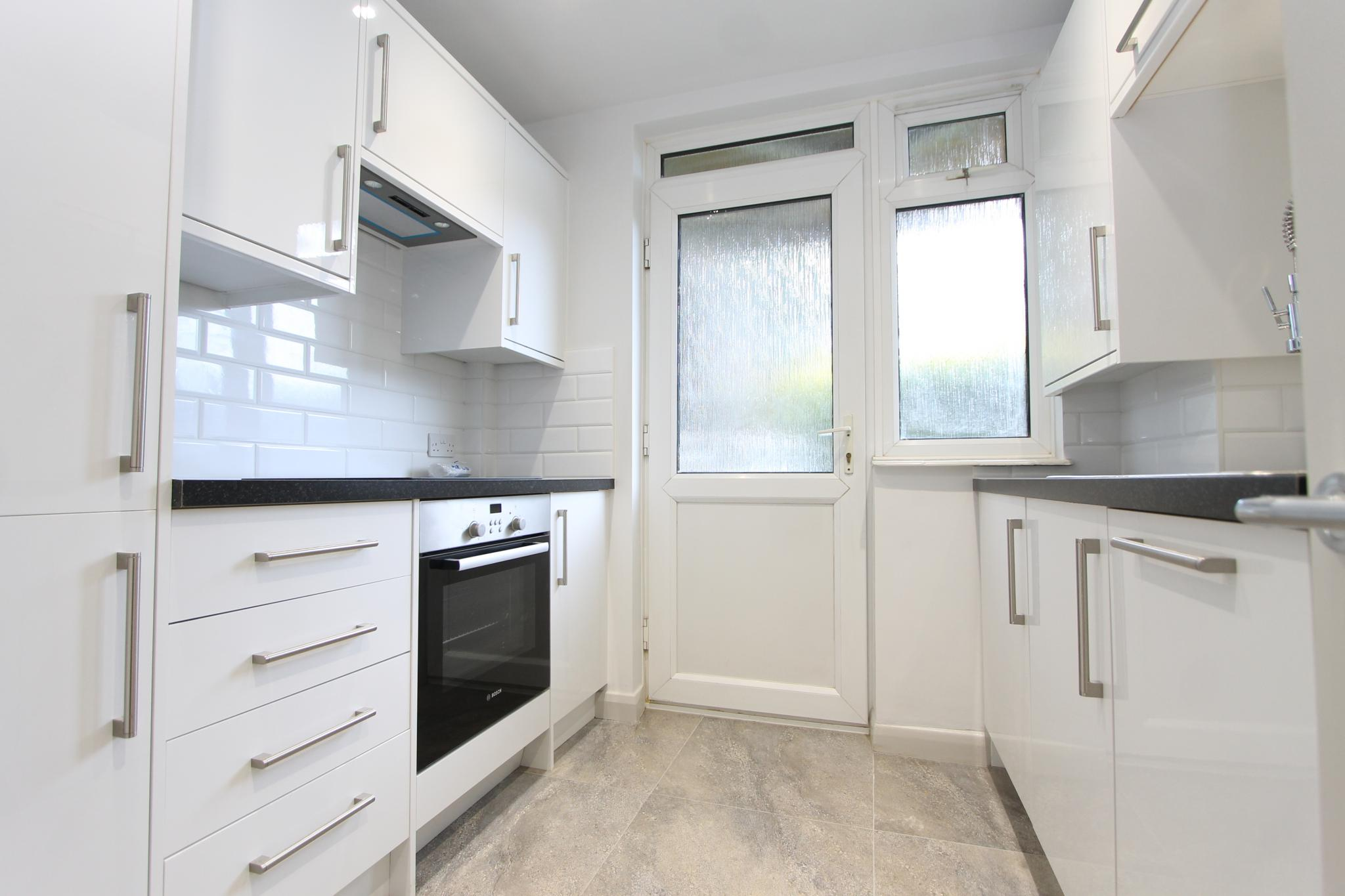 3 bedroom apartment flat/apartment Let Agreed in Worcester Park - Photograph 4.