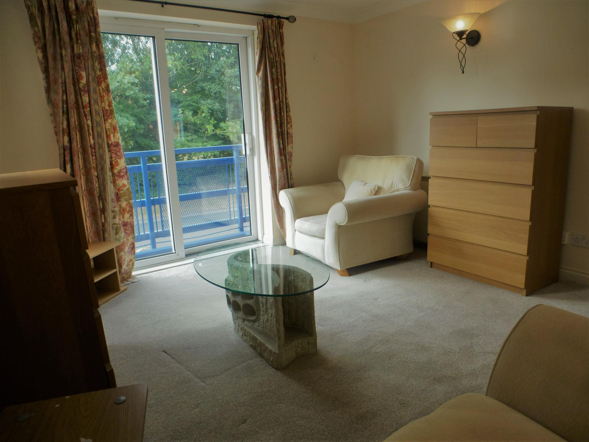 2 bedroom apartment flat/apartment To Let in Preston - Lounge