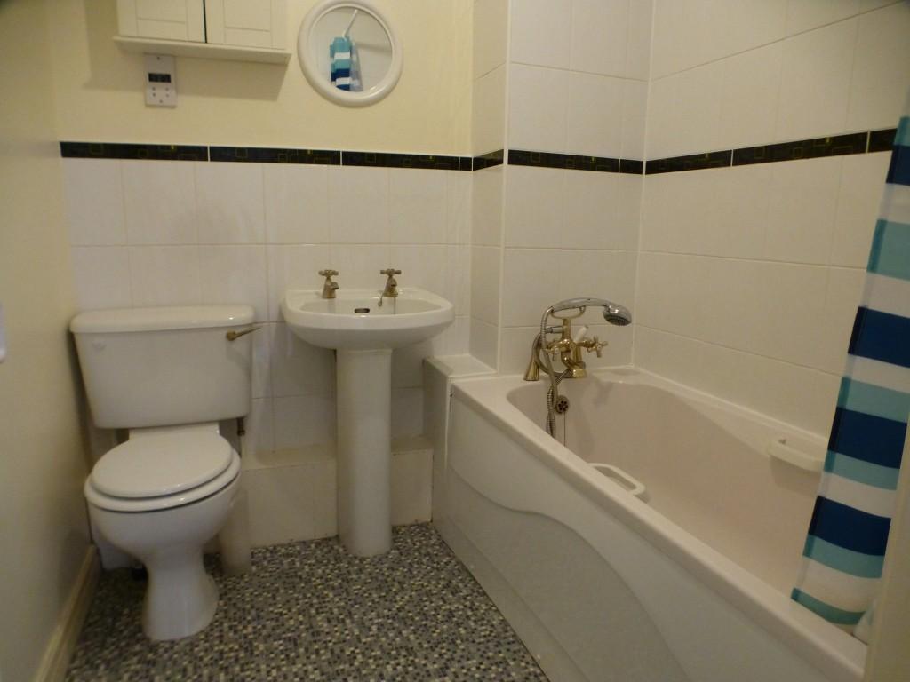 2 Bedroom Flat Flat/apartment - Image 8