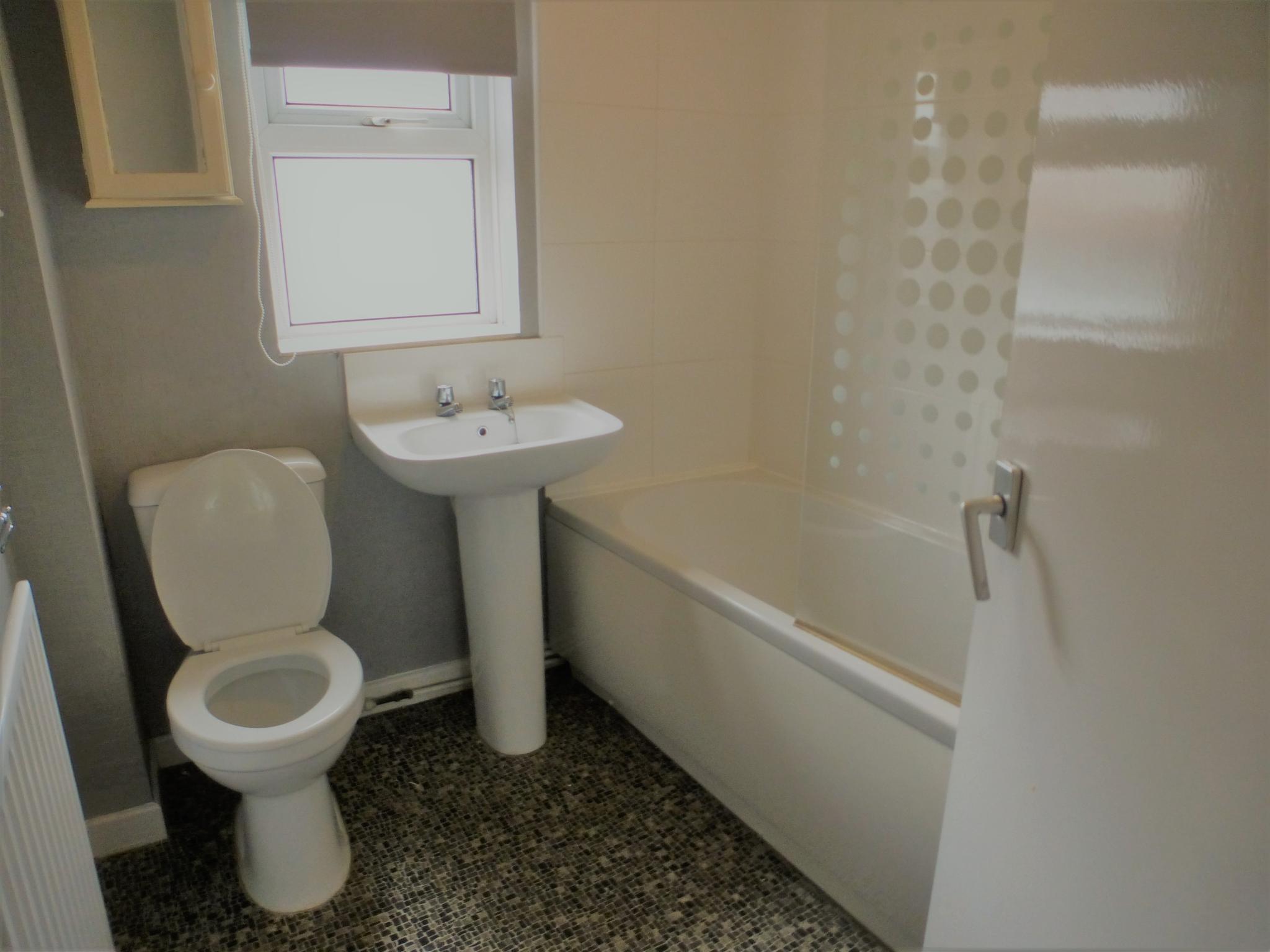 2 Bedroom Flat Flat/apartment - Image 7