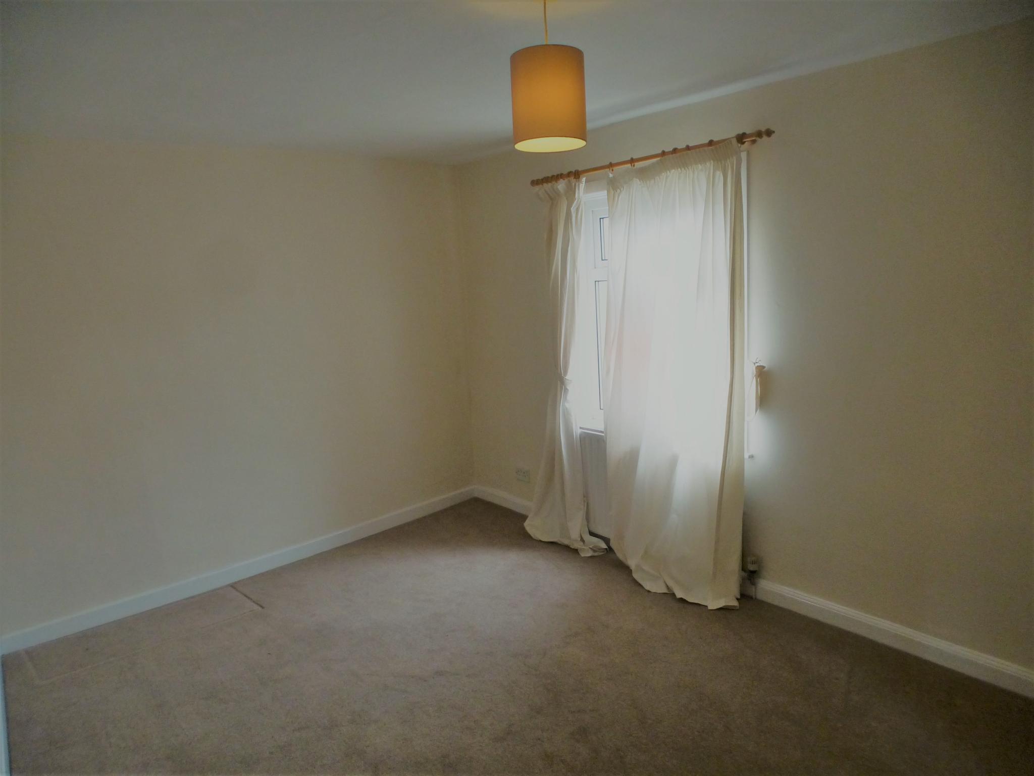2 Bedroom Flat Flat/apartment - Image 12