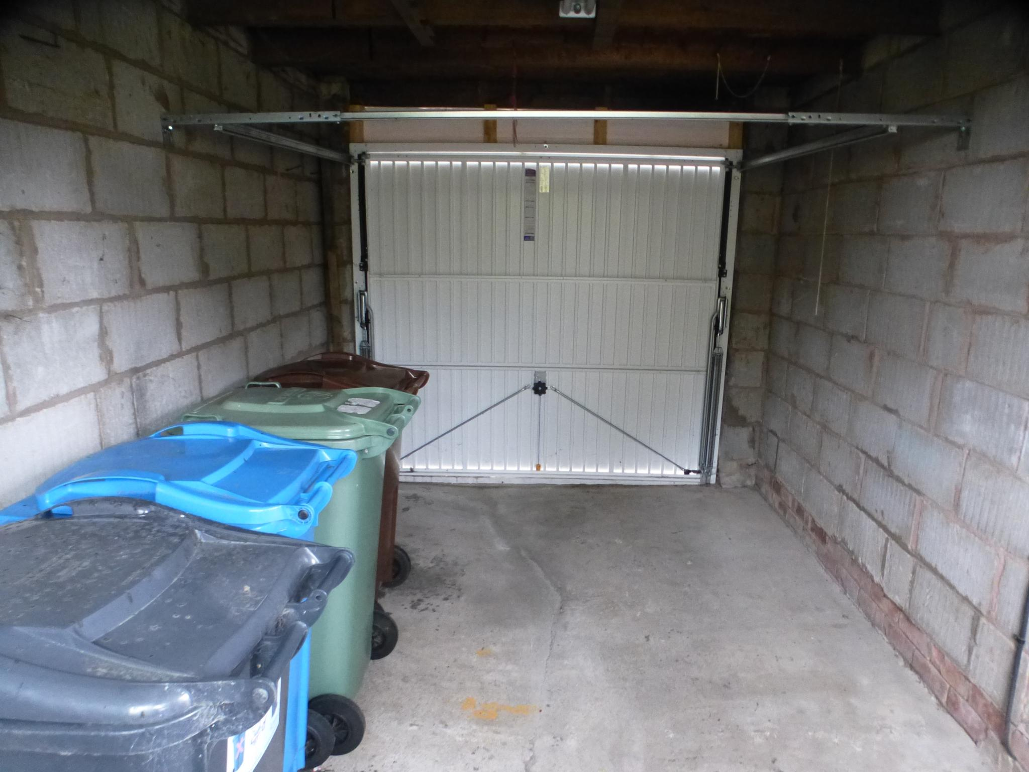 3 Bedroom Semi-detached House - Image 32