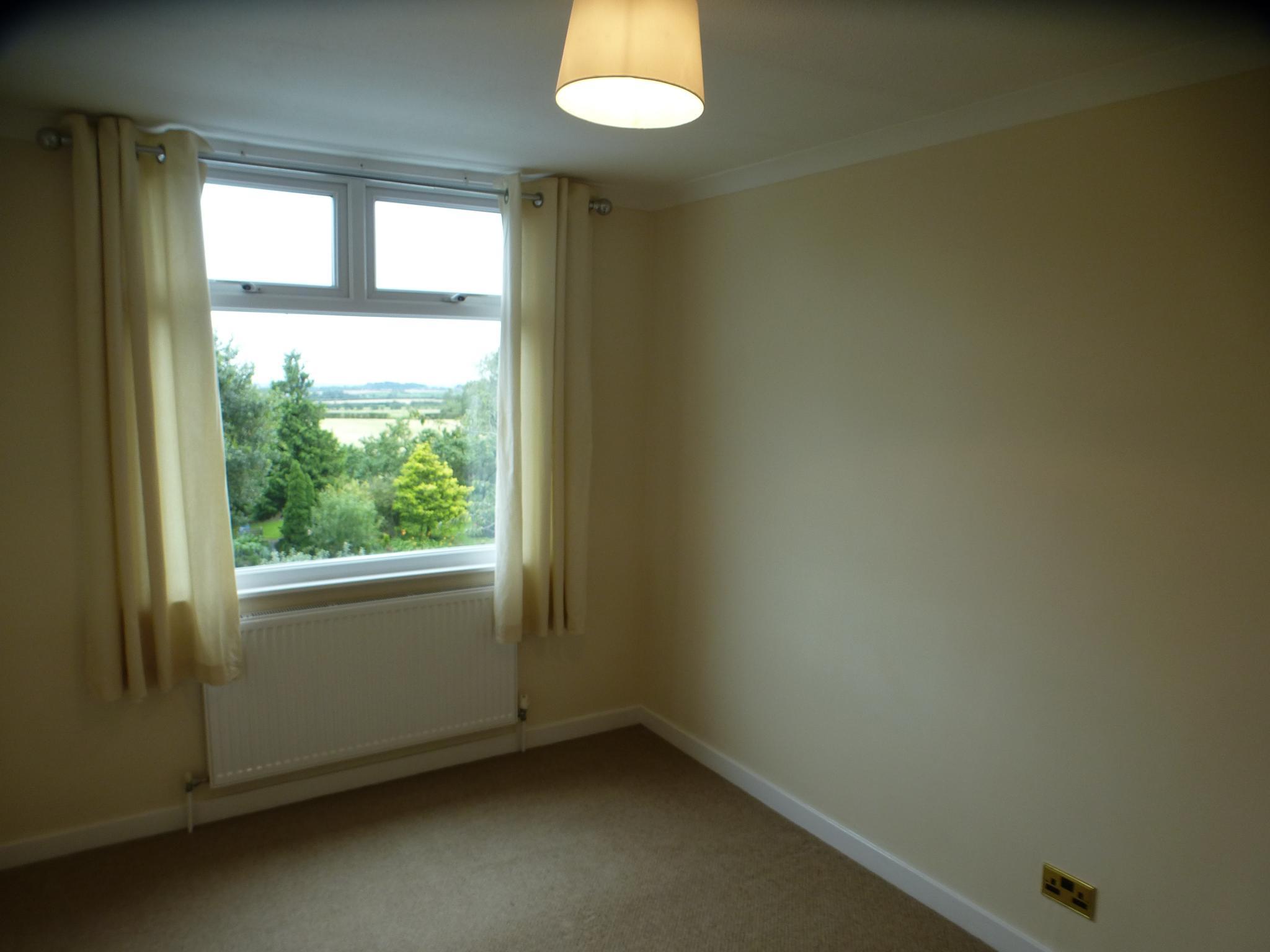 3 Bedroom Semi-detached House - Image 19