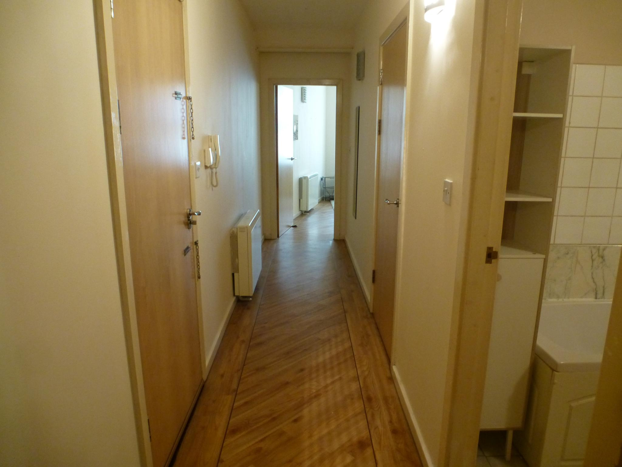 1 bedroom apartment flat/apartment Let Agreed in Preston - Hallway