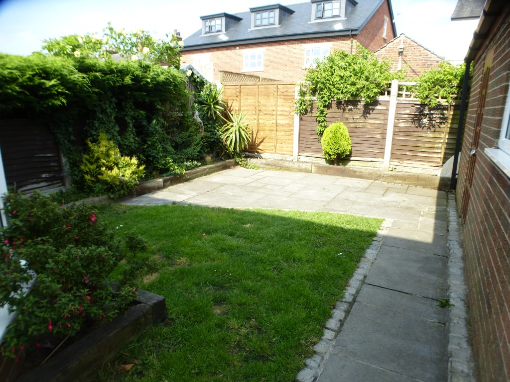 3 bedroom semi-detached house For Sale in Preston - Garden
