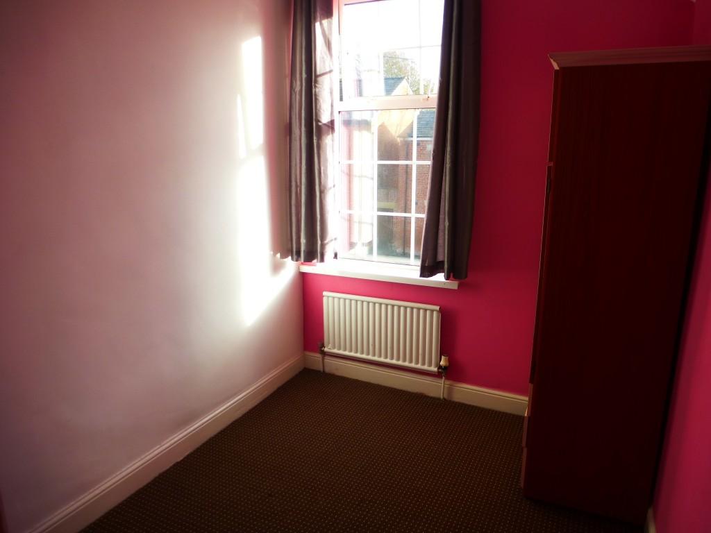 3 Bedroom Semi-detached House Let Agreed - Image 7