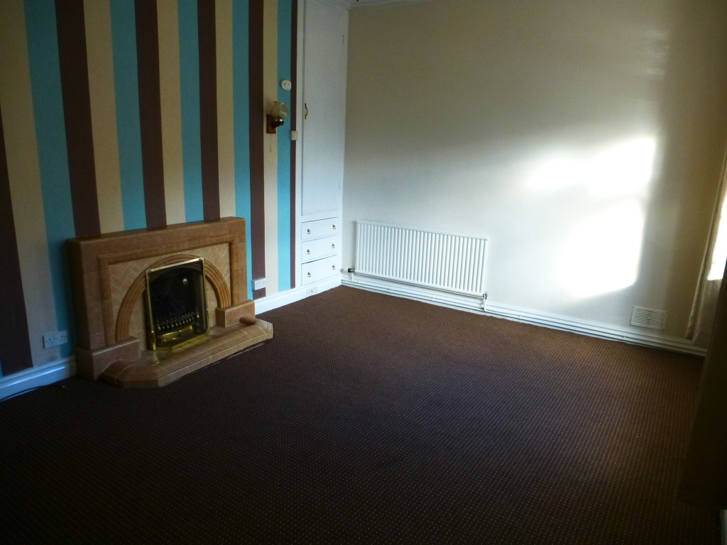 3 Bedroom Semi-detached House Let Agreed - Image 2