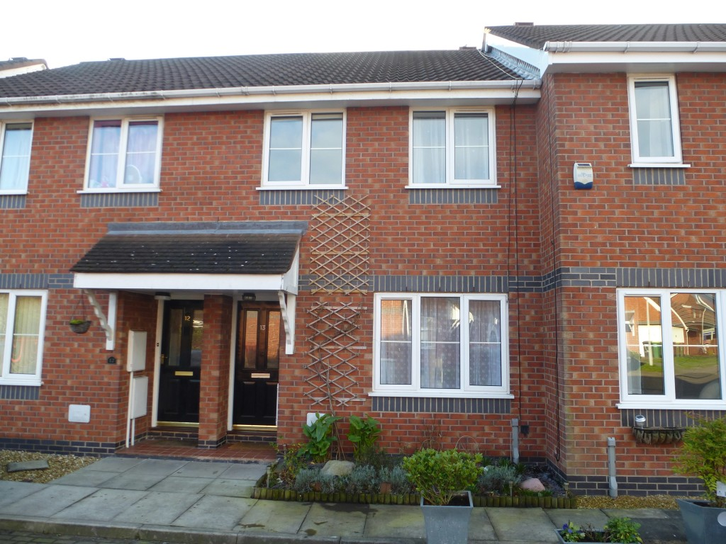 3 bedroom mid terraced house To Let in Preston - Property photograph
