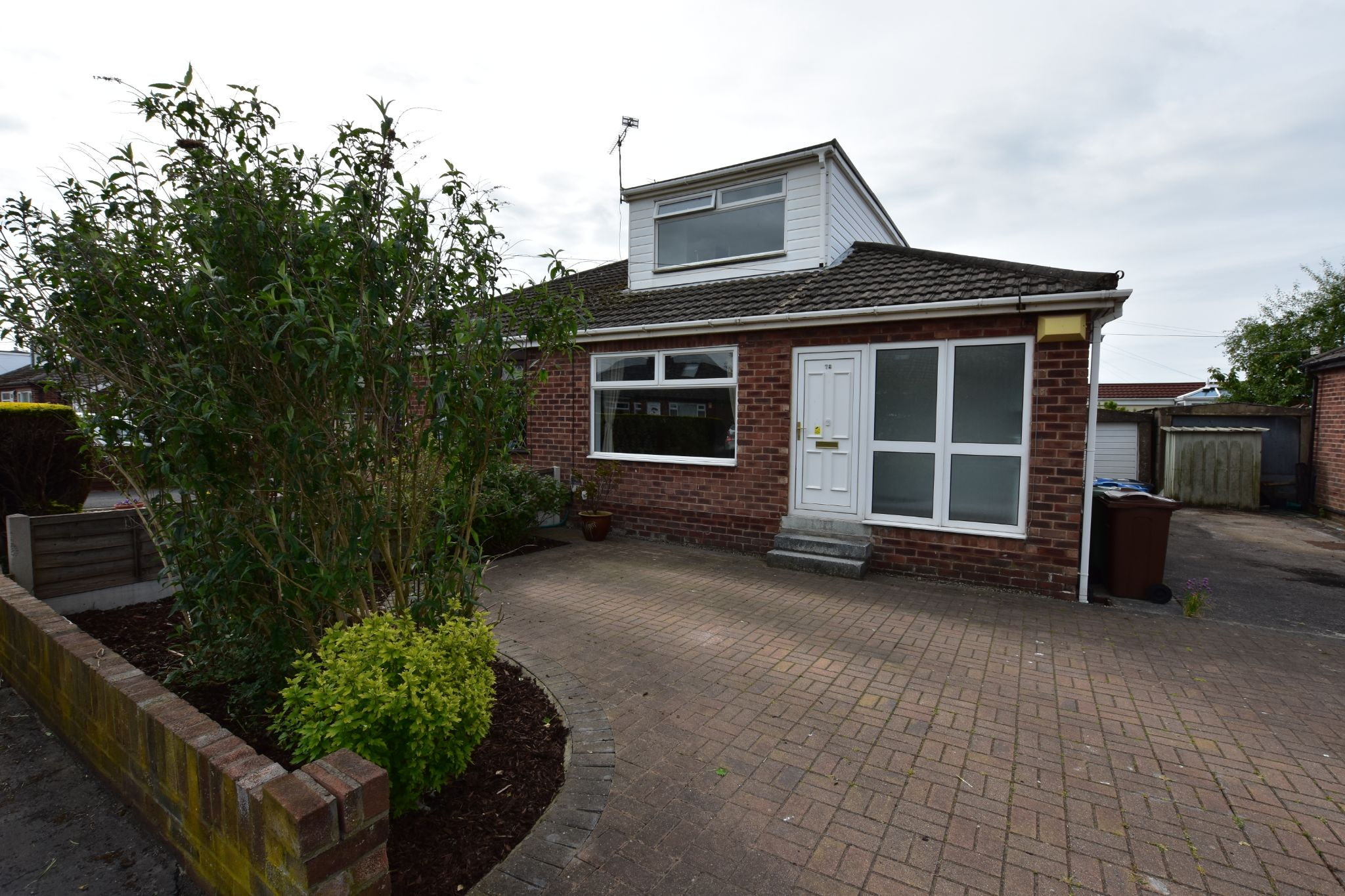 3 bedroom semi-detached bungalow To Let in Preston - Outside