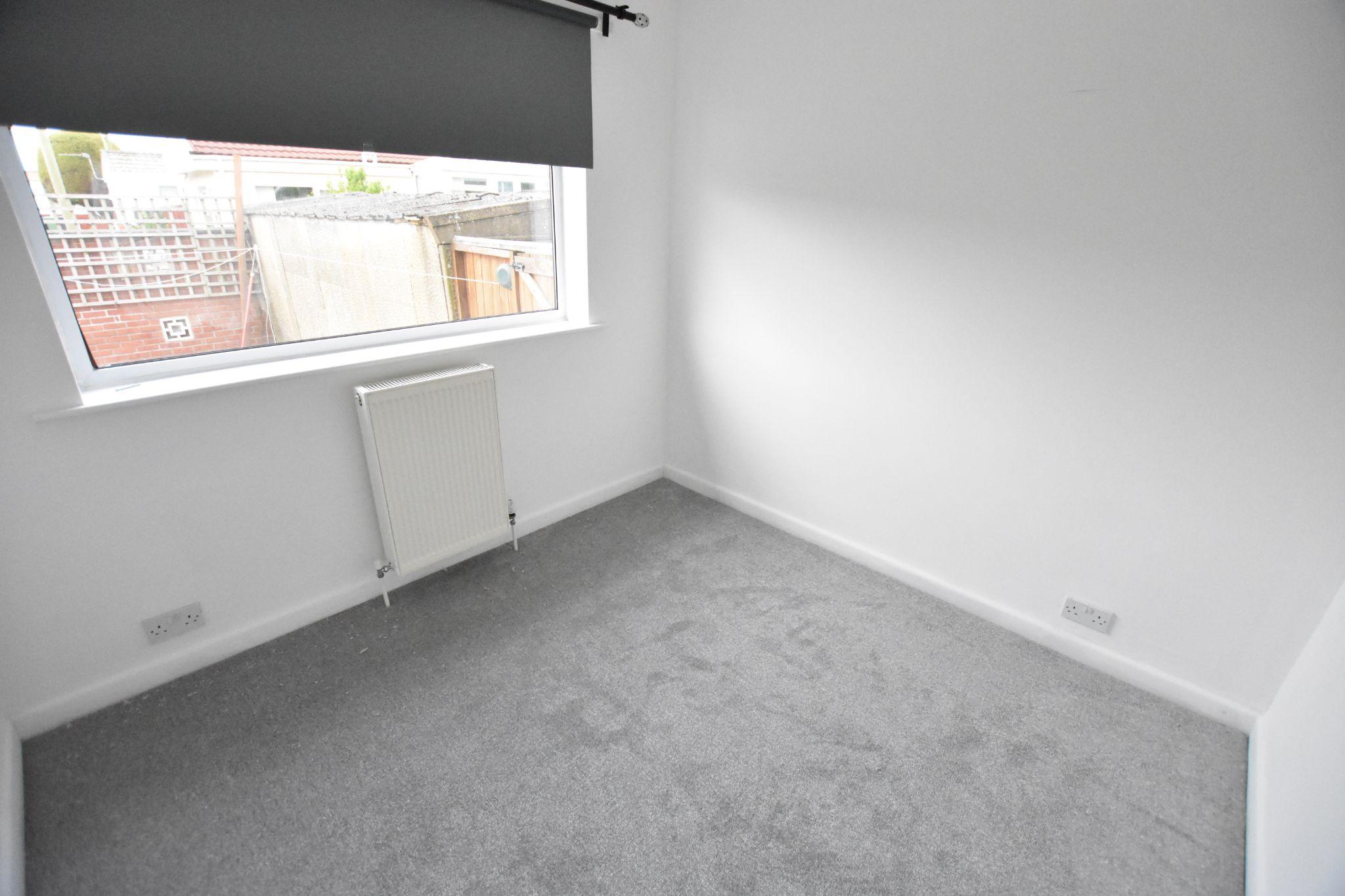 3 bedroom semi-detached bungalow To Let in Preston - Bedroom 3