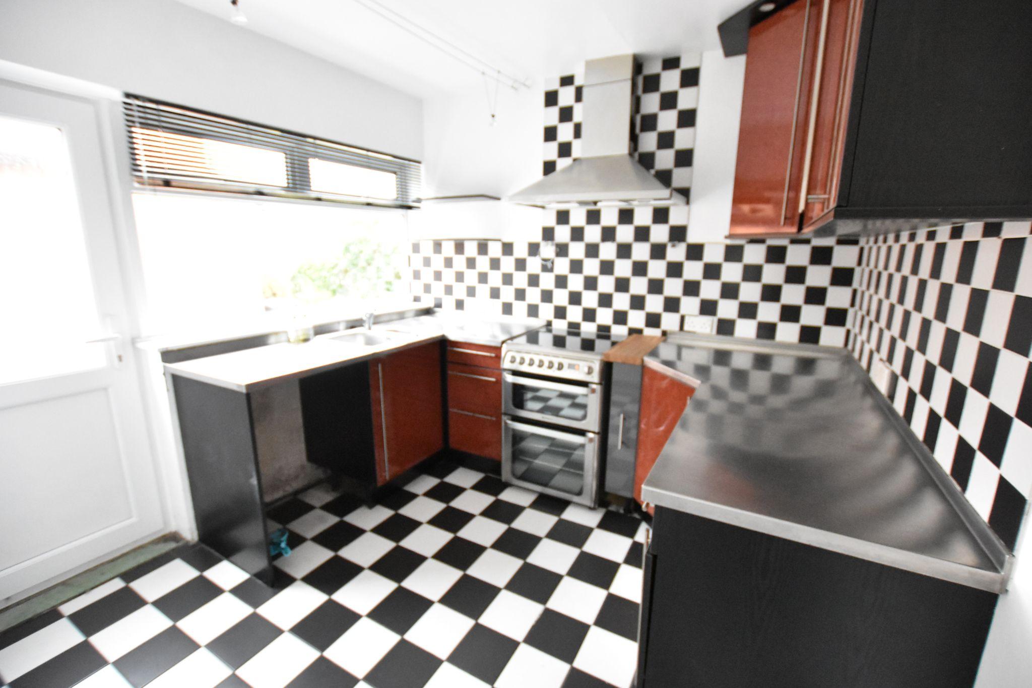 3 bedroom semi-detached bungalow To Let in Preston - Kitchen
