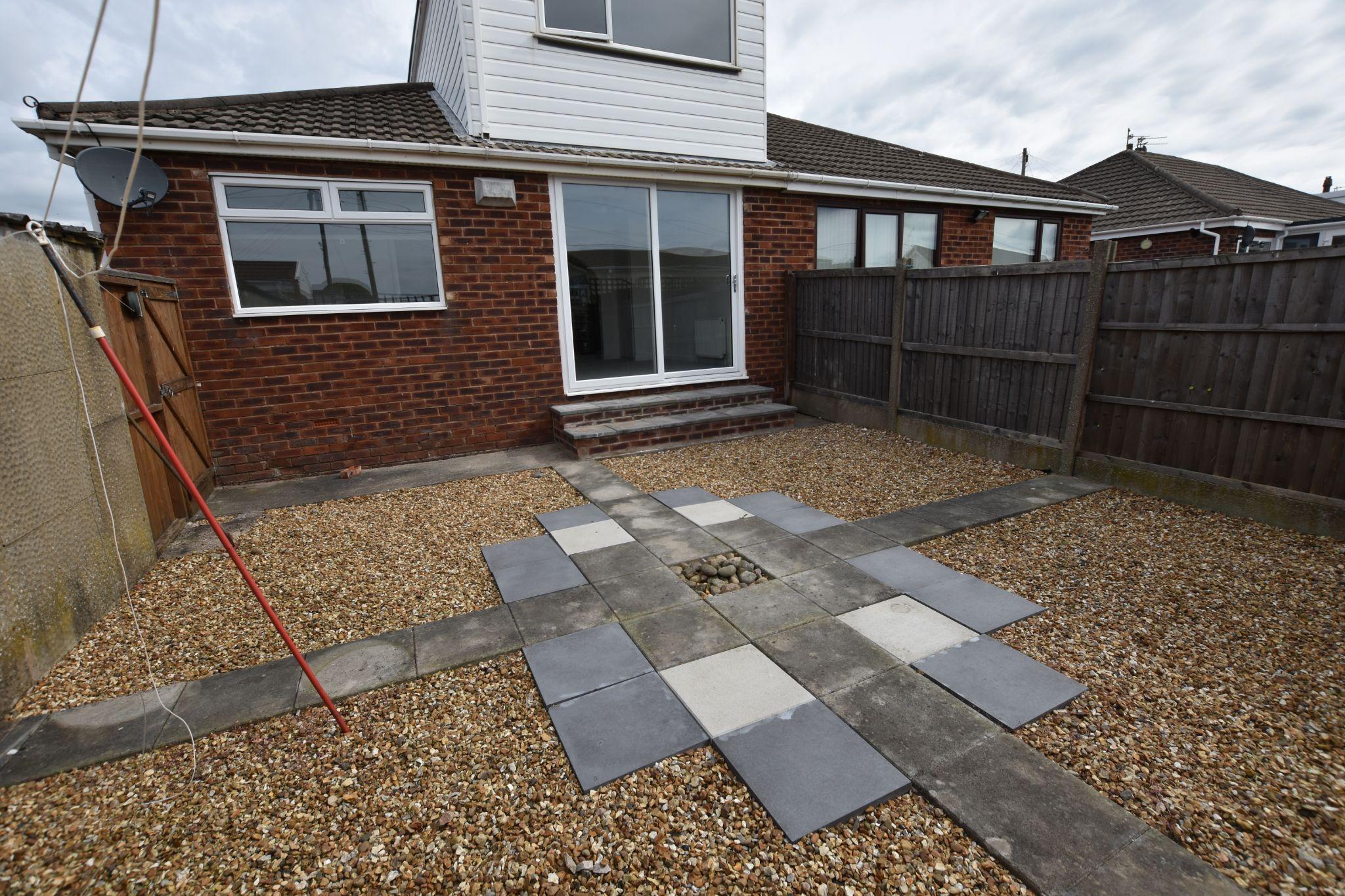3 bedroom semi-detached bungalow To Let in Preston - Garden