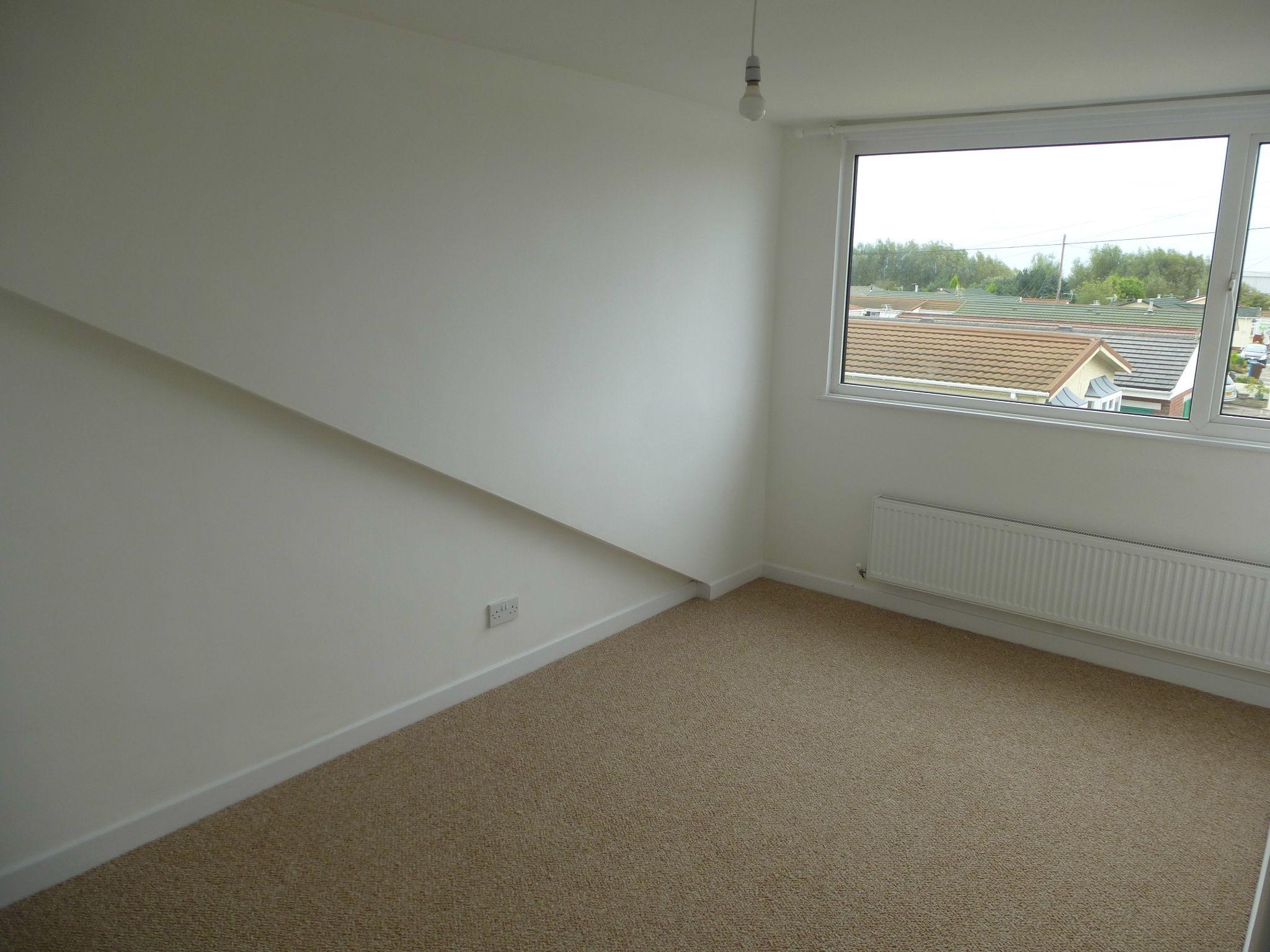 3 bedroom semi-detached bungalow To Let in Preston - Bedroom 1