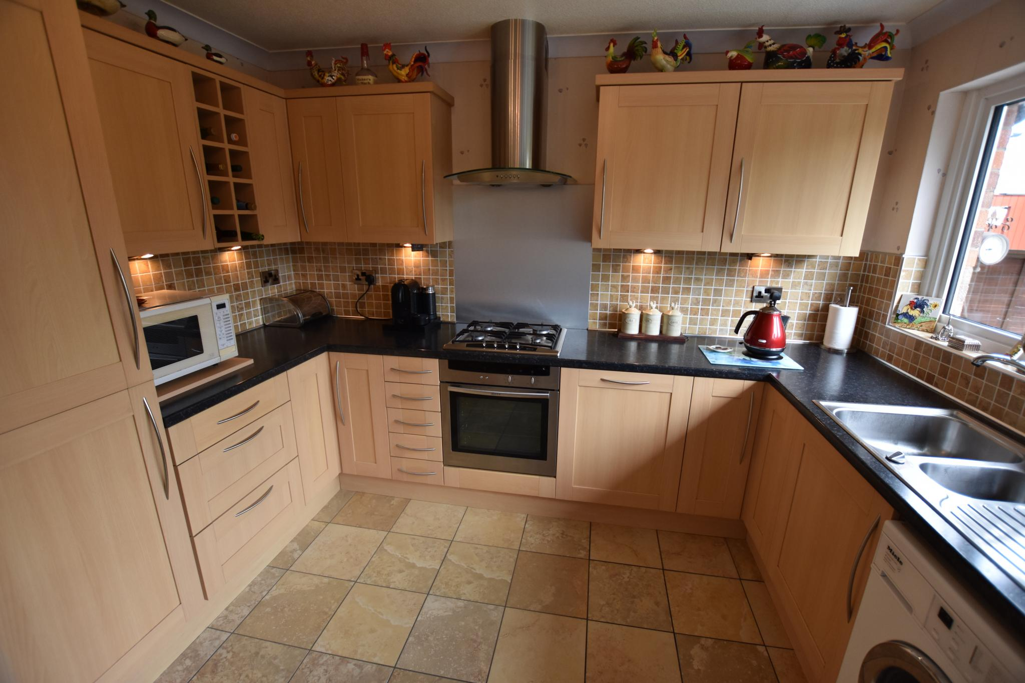 4 bedroom semi-detached bungalow For Sale in Preston - Property photograph