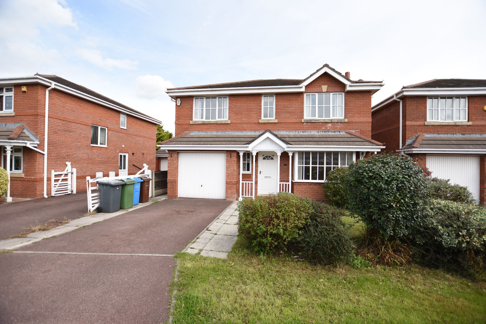 4 bedroom detached house To Let in Preston - Property photograph