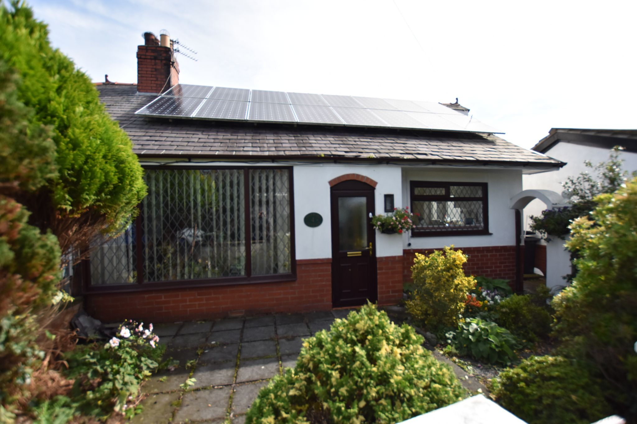 3 bedroom semi-detached bungalow For Sale in Preston - Property photograph
