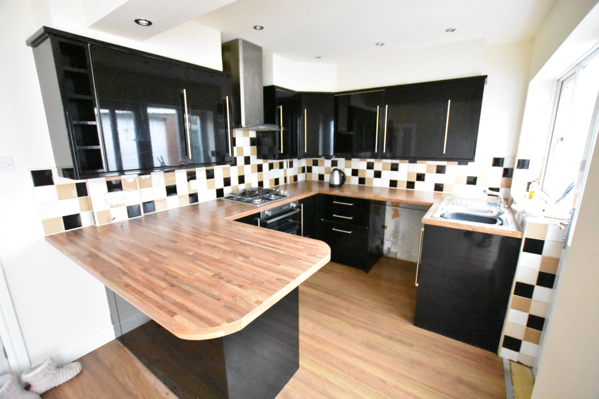 4 bedroom semi-detached house Let Agreed in Preston - Property photograph