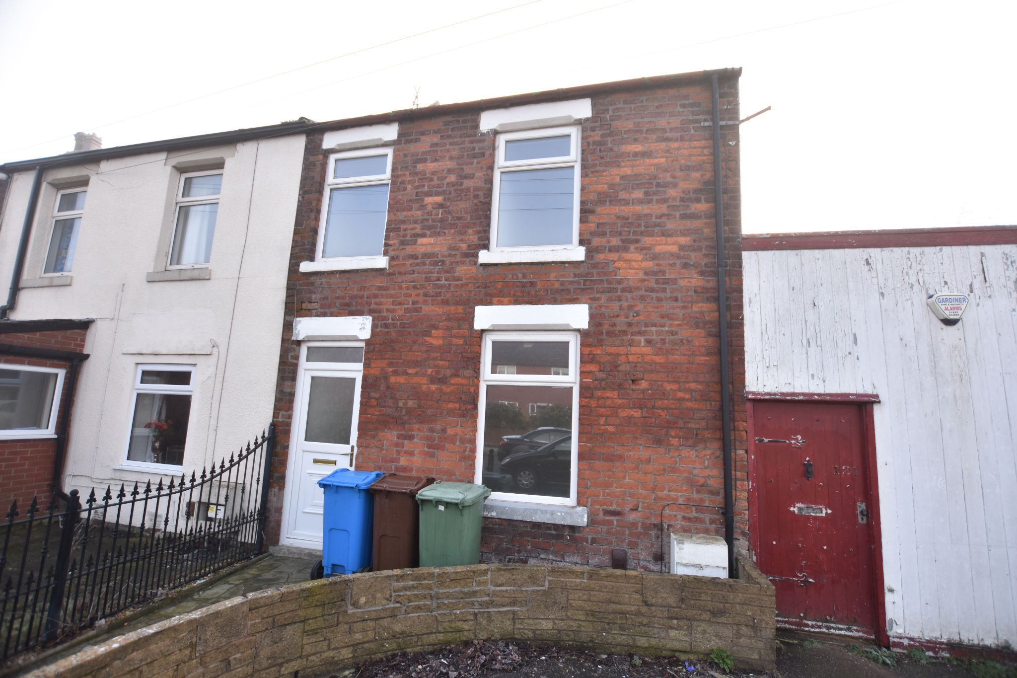 3 bedroom end terraced house To Let in Preston - Property photograph
