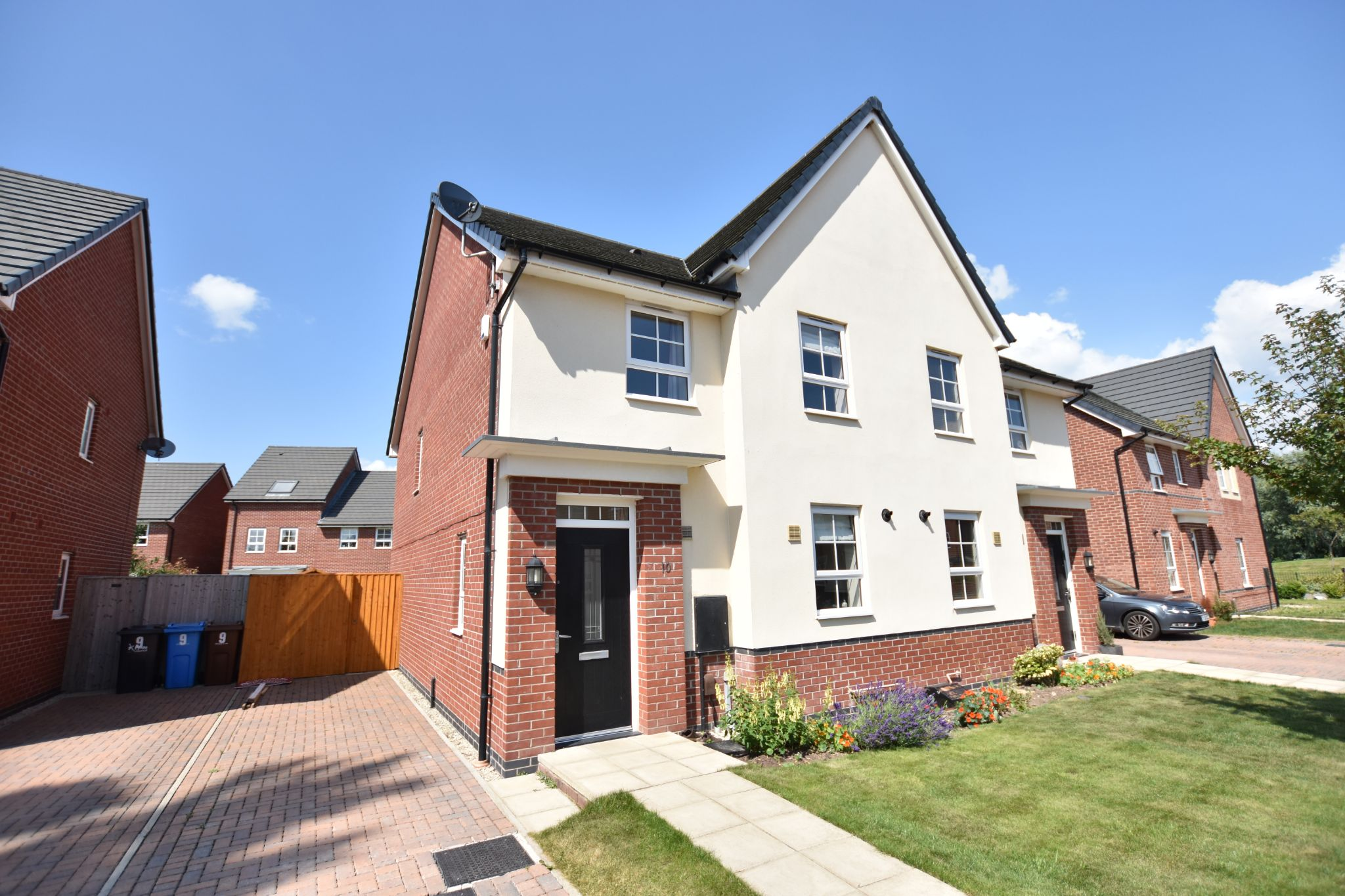 4 bedroom semi-detached house To Let in Preston - Property photograph