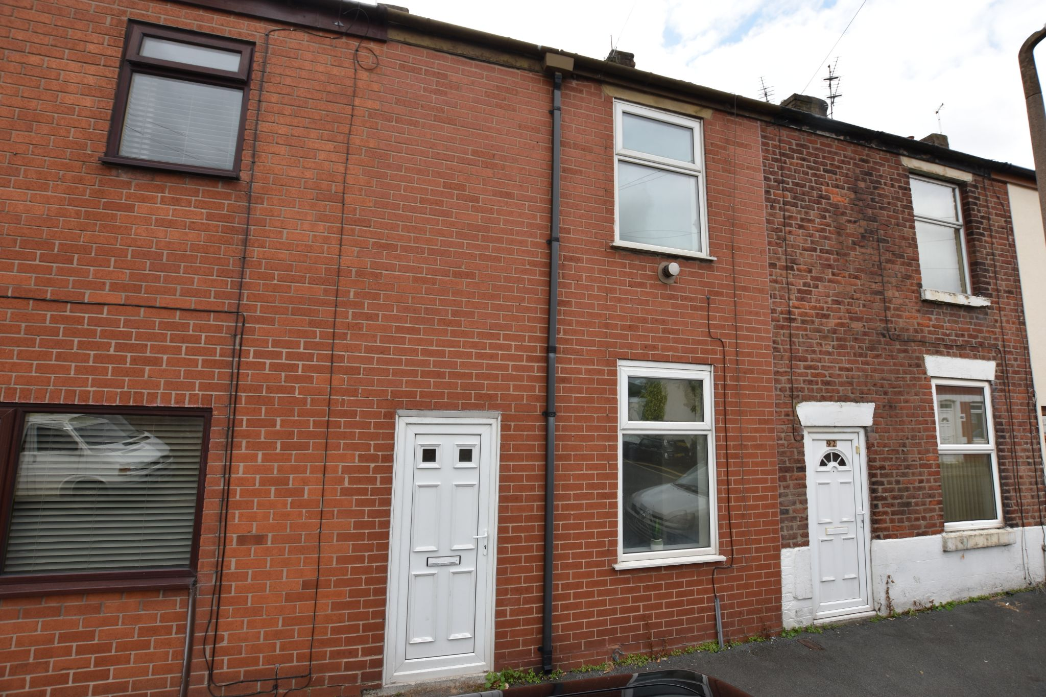 2 bedroom mid terraced house For Sale in Preston - Property photograph