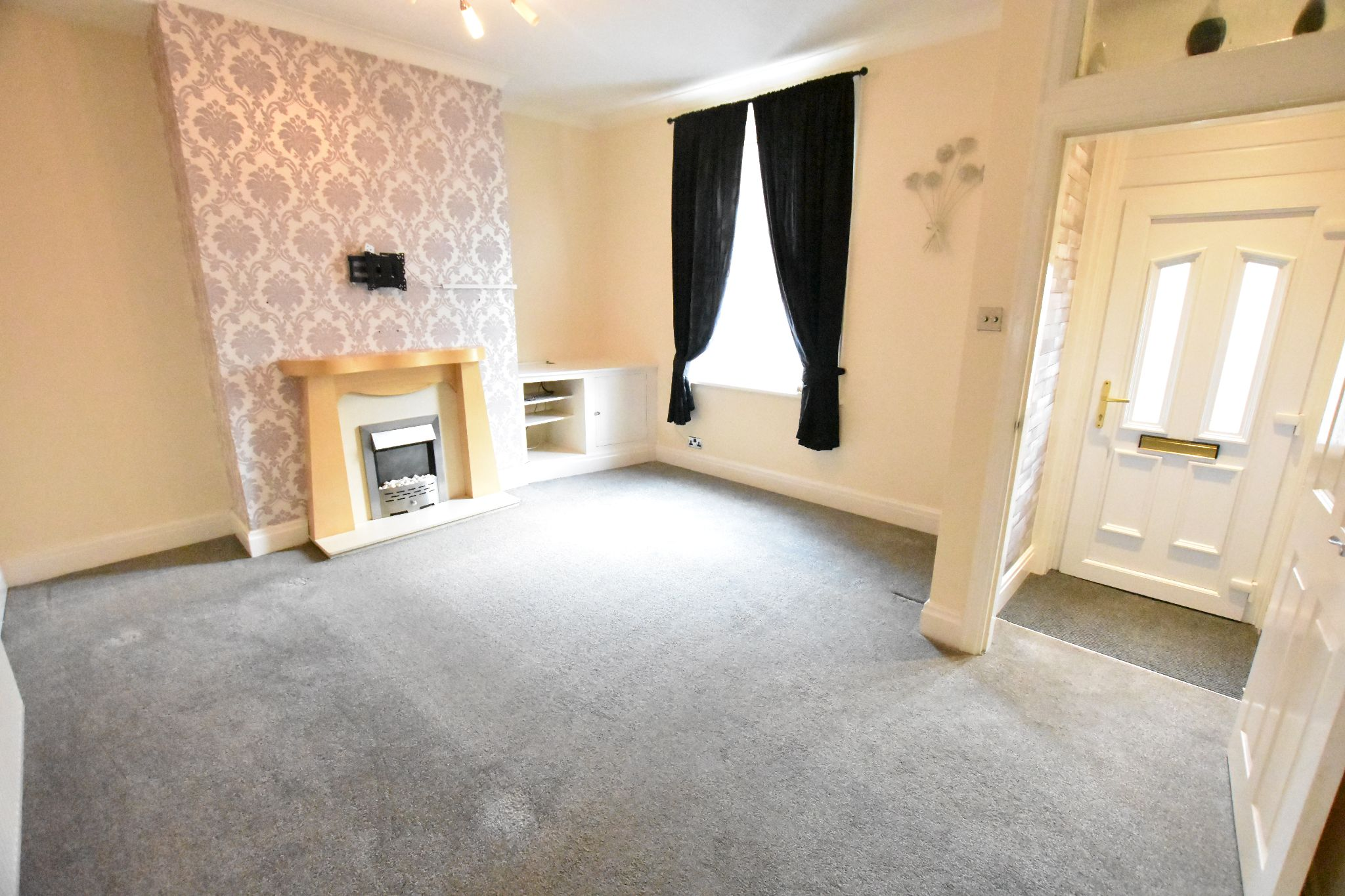 2 bedroom end terraced house To Let in Preston - Property photograph