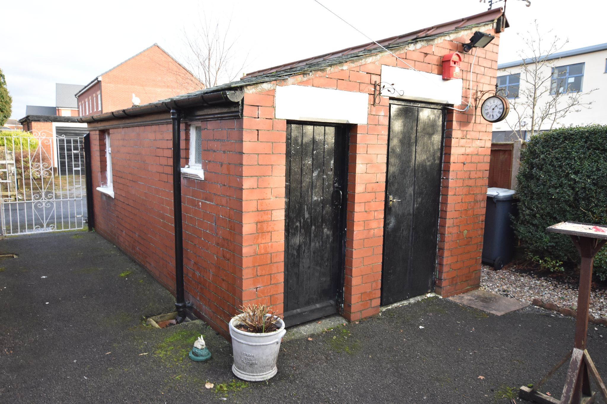 2 bedroom detached bungalow Sold STC in Preston - Yard