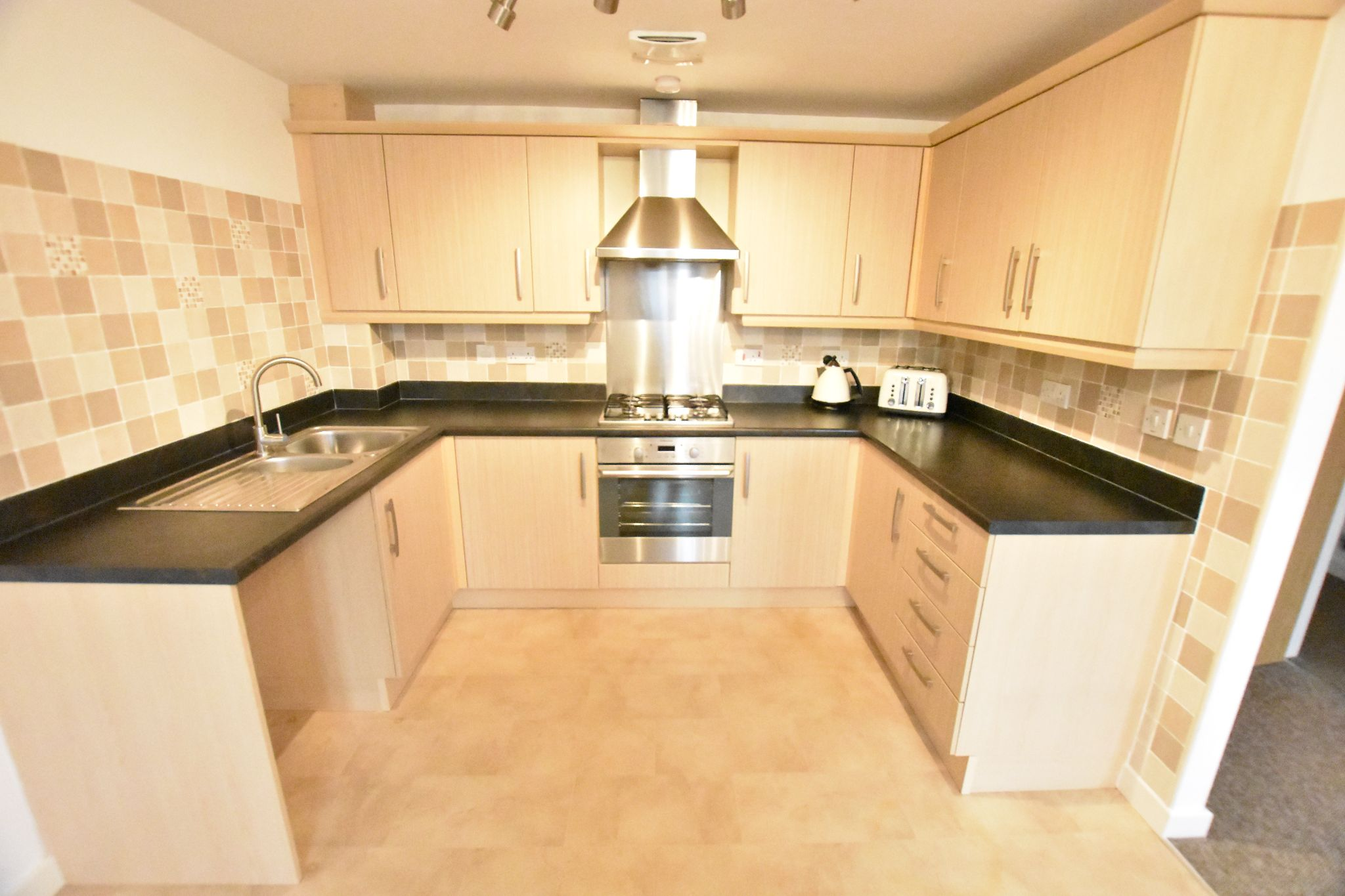 2 bedroom apartment flat/apartment To Let in Preston - Kitchen