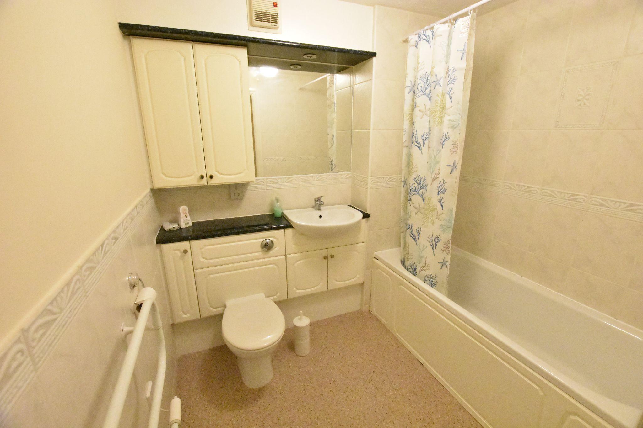 2 bedroom apartment flat/apartment Sold STC in Preston - Bathroom