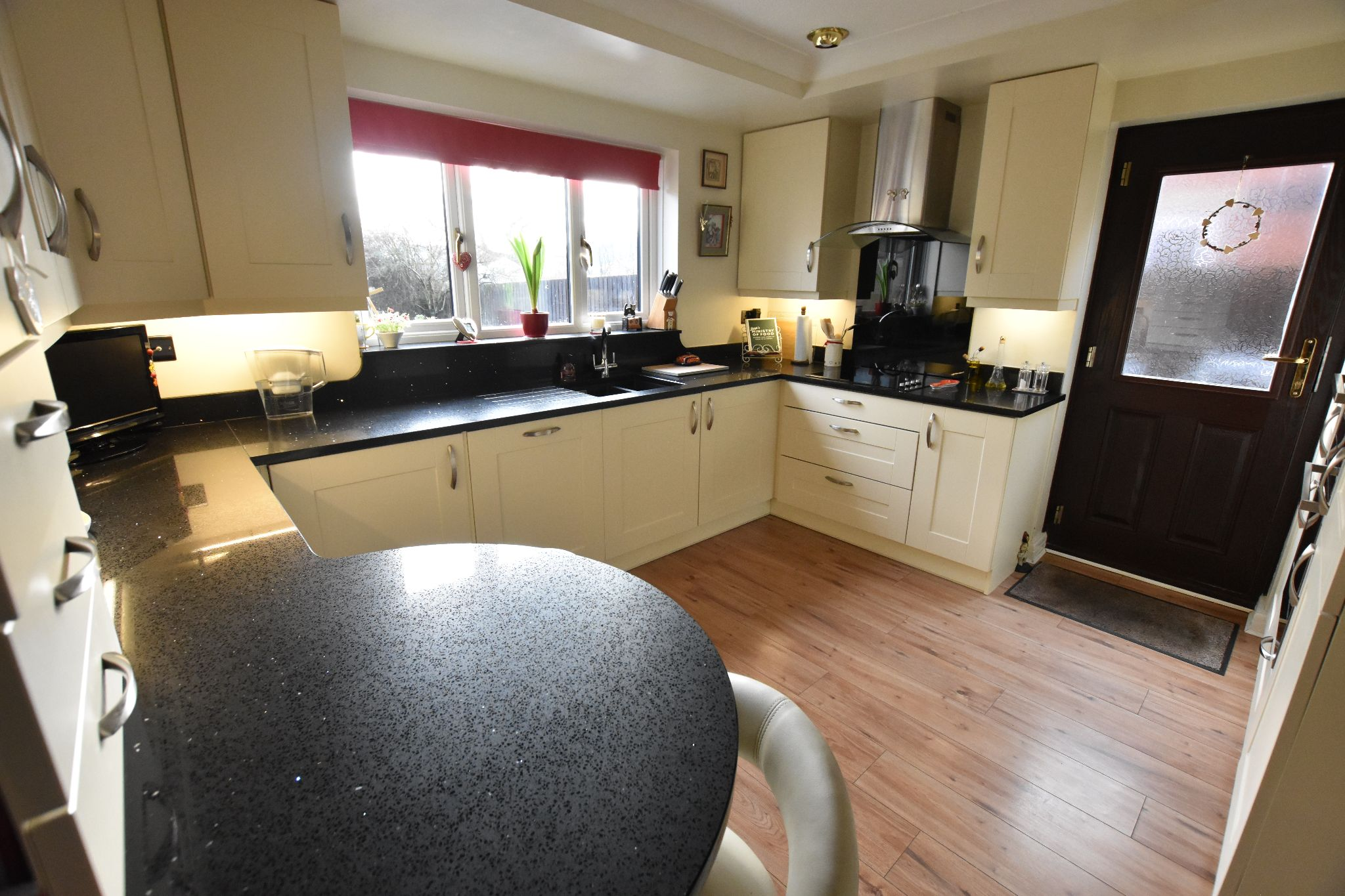 4 bedroom detached house Sold STC in Lytham St. Annes - Kitchen