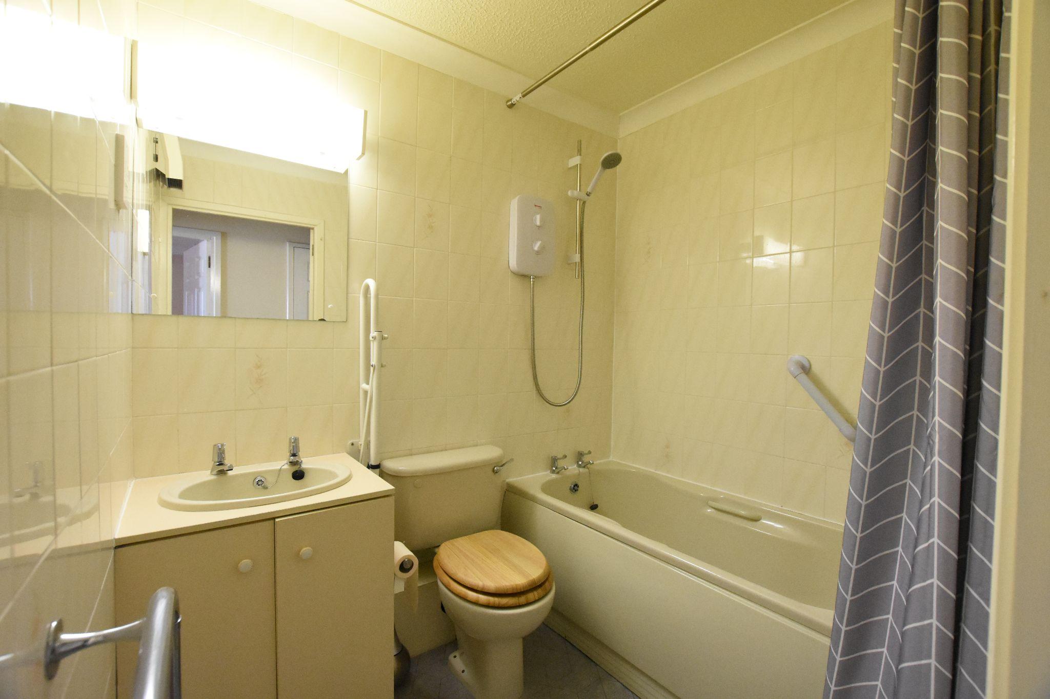 1 bedroom apartment flat/apartment Sold STC in Preston - BATHROOM