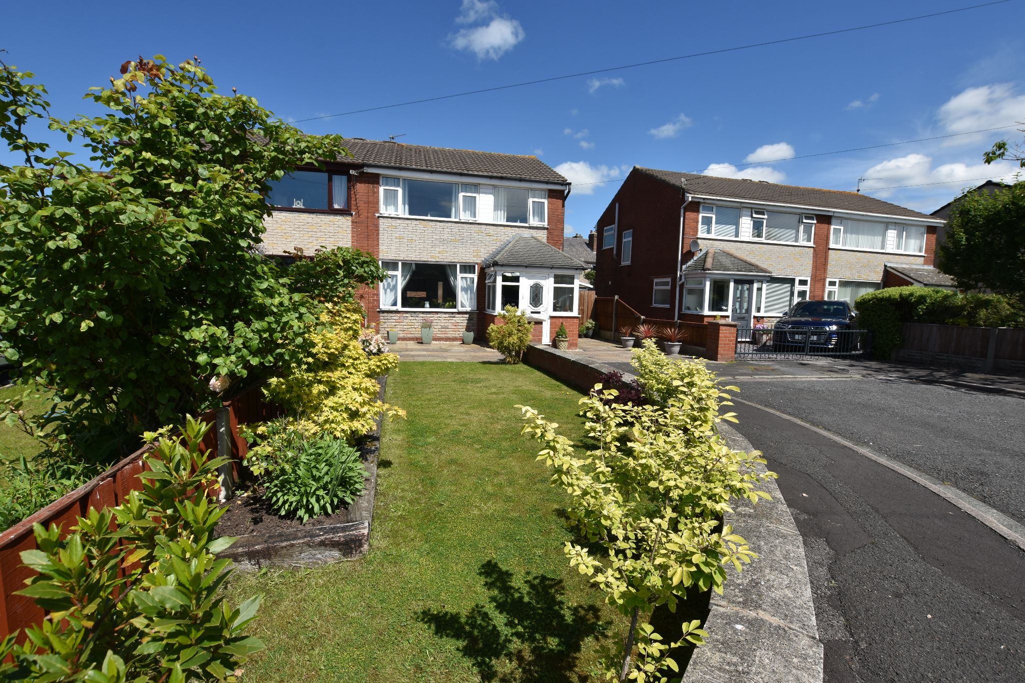 3 bedroom semi-detached house Sold STC in Preston - Kirby Drive