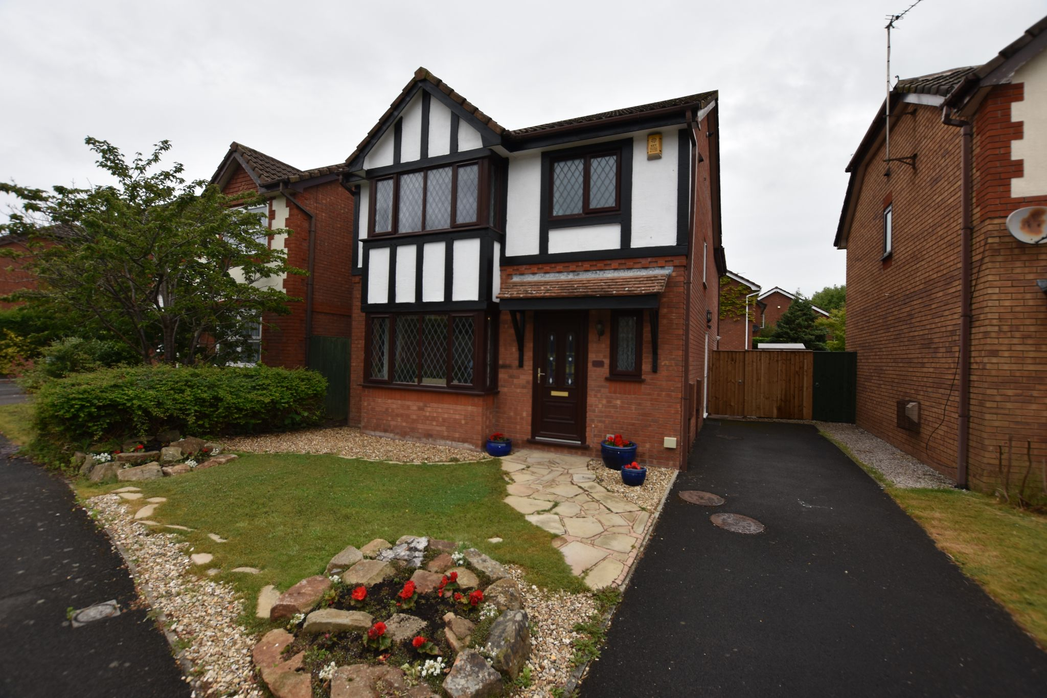 3 bedroom detached house Sold STC in Preston - Hastings Ave