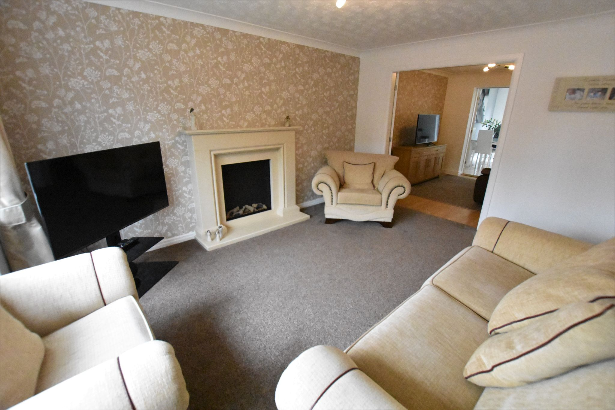 3 bedroom detached house Sold STC in Preston - Lounge
