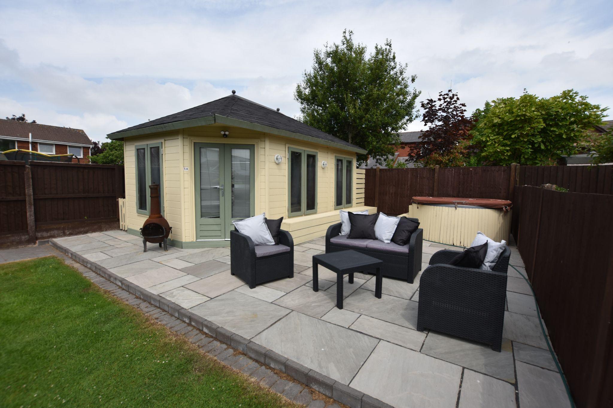 4 bedroom semi-detached bungalow Sold STC in Preston - Garden/Outside Bar
