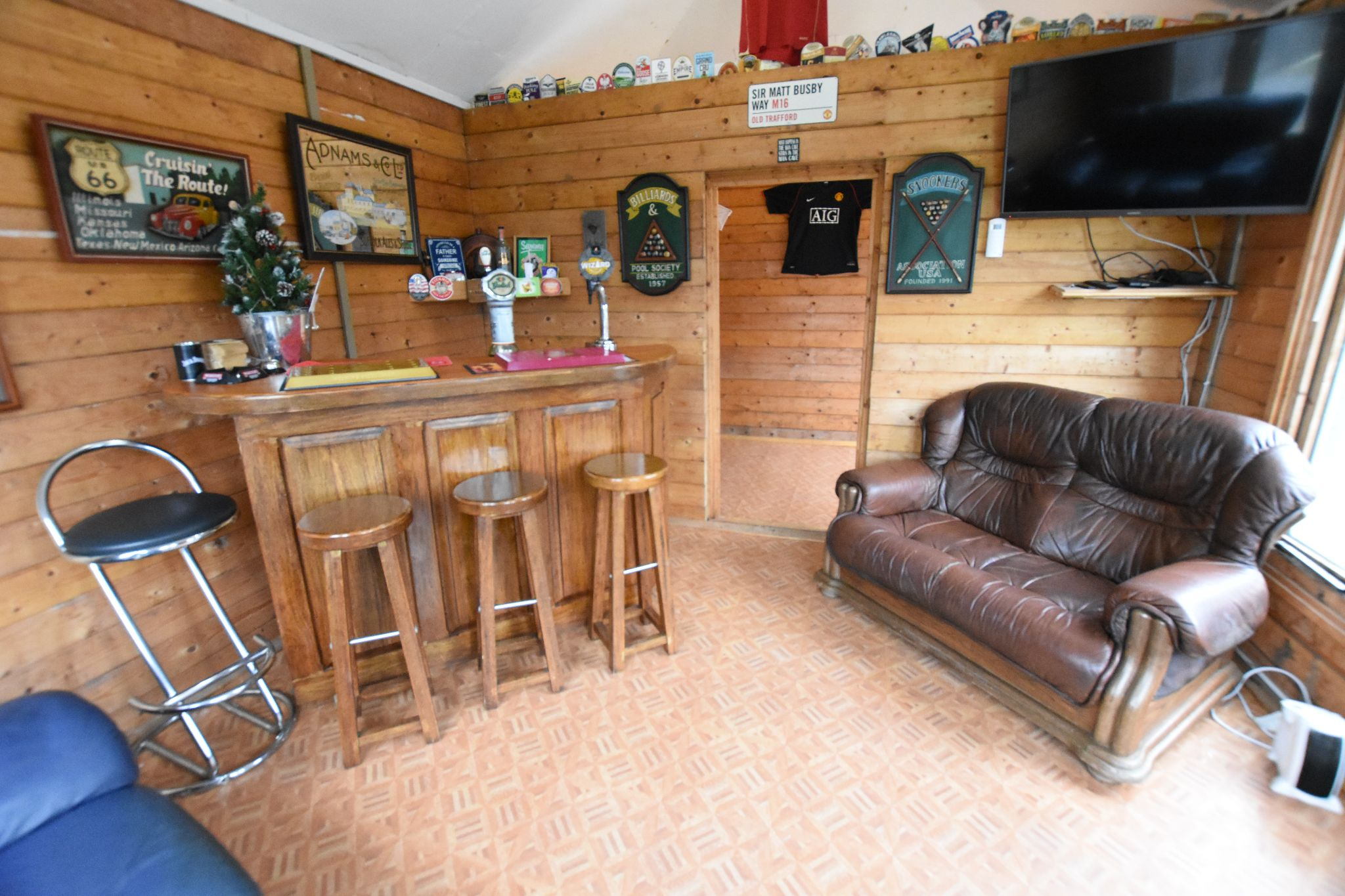 4 bedroom semi-detached bungalow Sold STC in Preston - Outside Bar