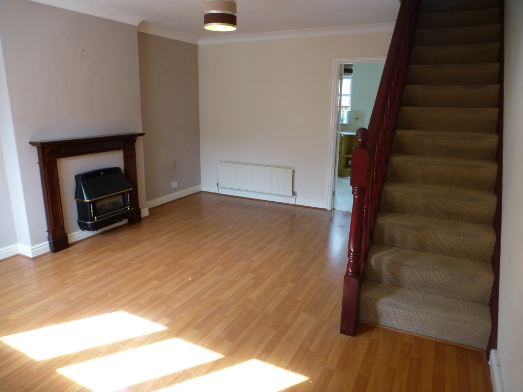 2 bedroom mid terraced house Let Agreed in Preston - Property photograph