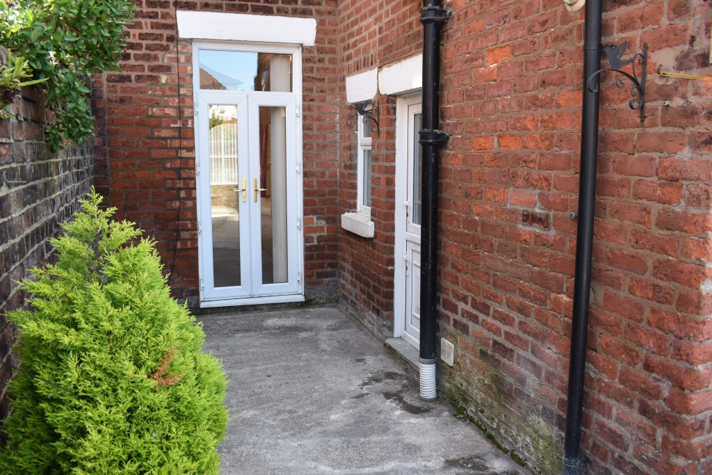 3 Bedroom Mid Terraced House - Image 31