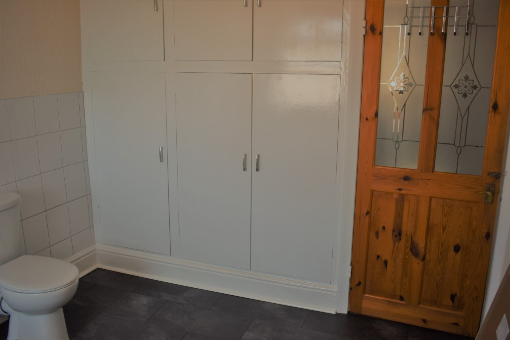 3 Bedroom Mid Terraced House - Image 28