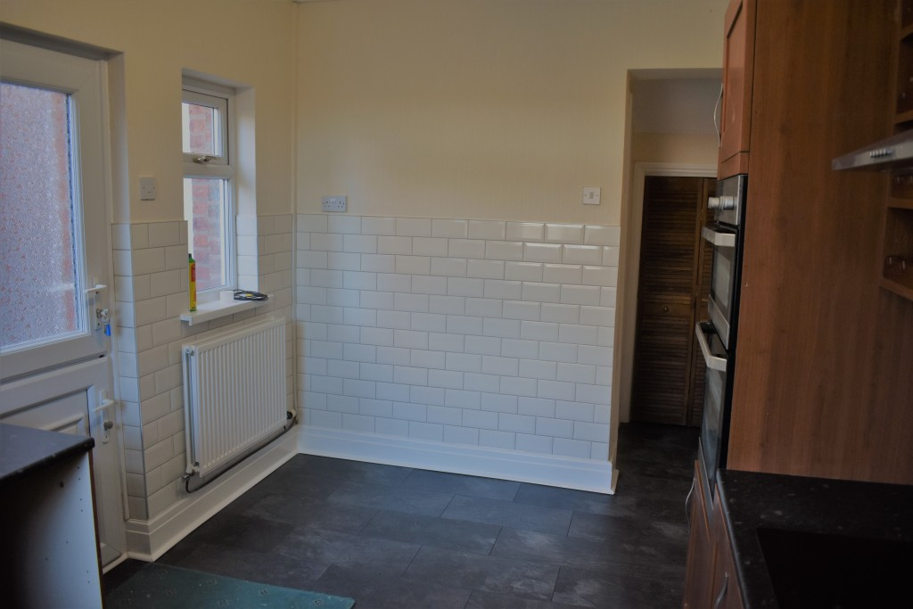 3 Bedroom Mid Terraced House - Image 13