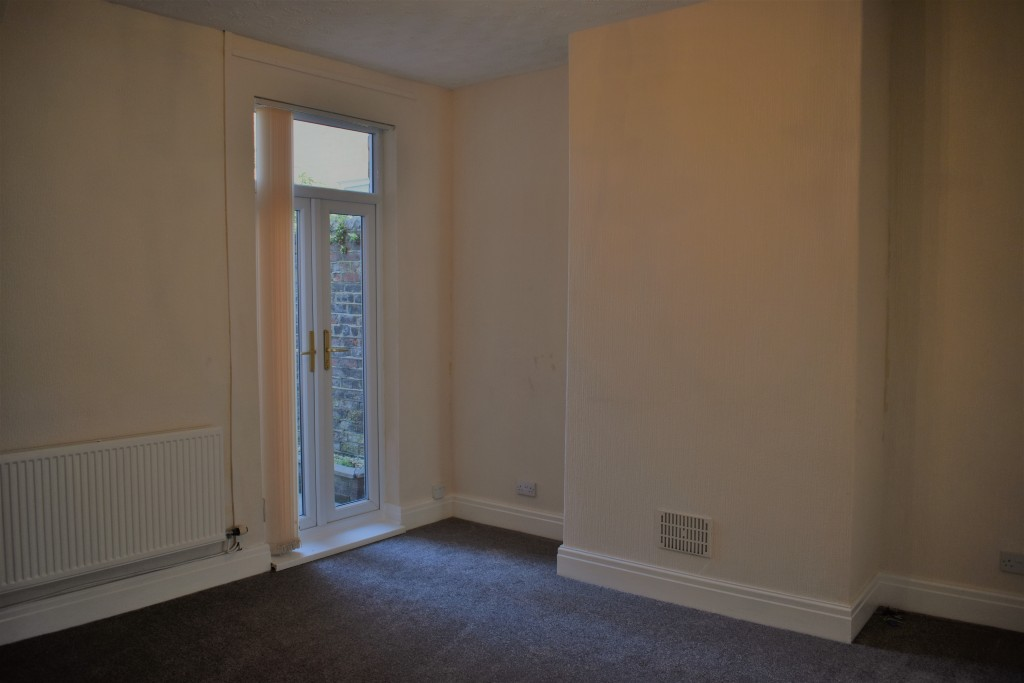 3 Bedroom Mid Terraced House - Image 7
