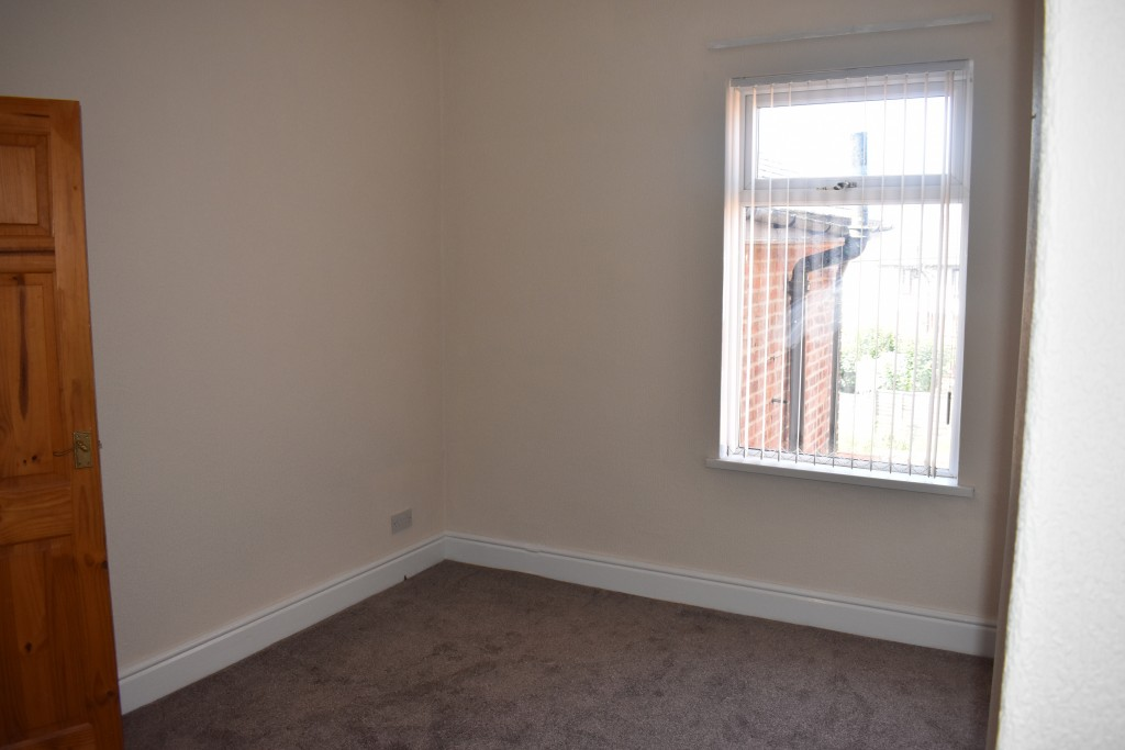 3 Bedroom Mid Terraced House - Image 16