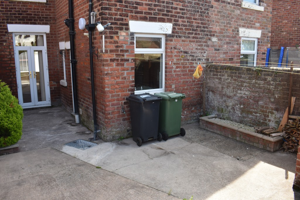 3 Bedroom Mid Terraced House - Image 30