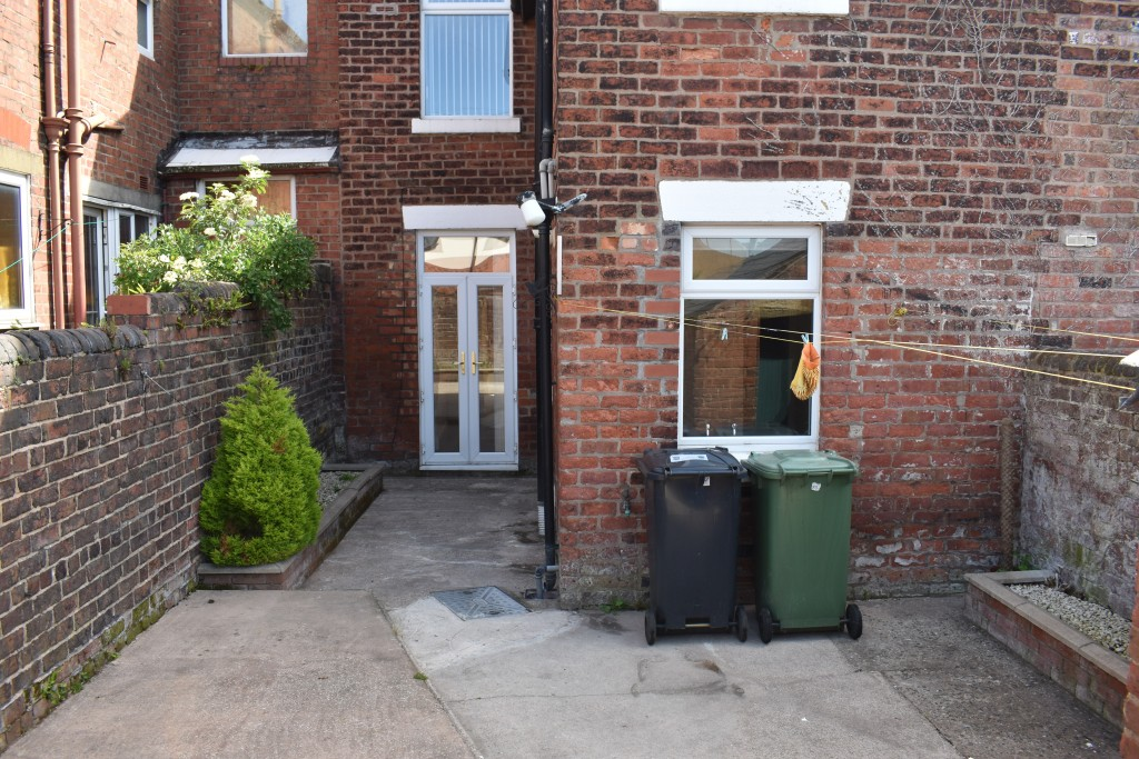 3 Bedroom Mid Terraced House - Image 29